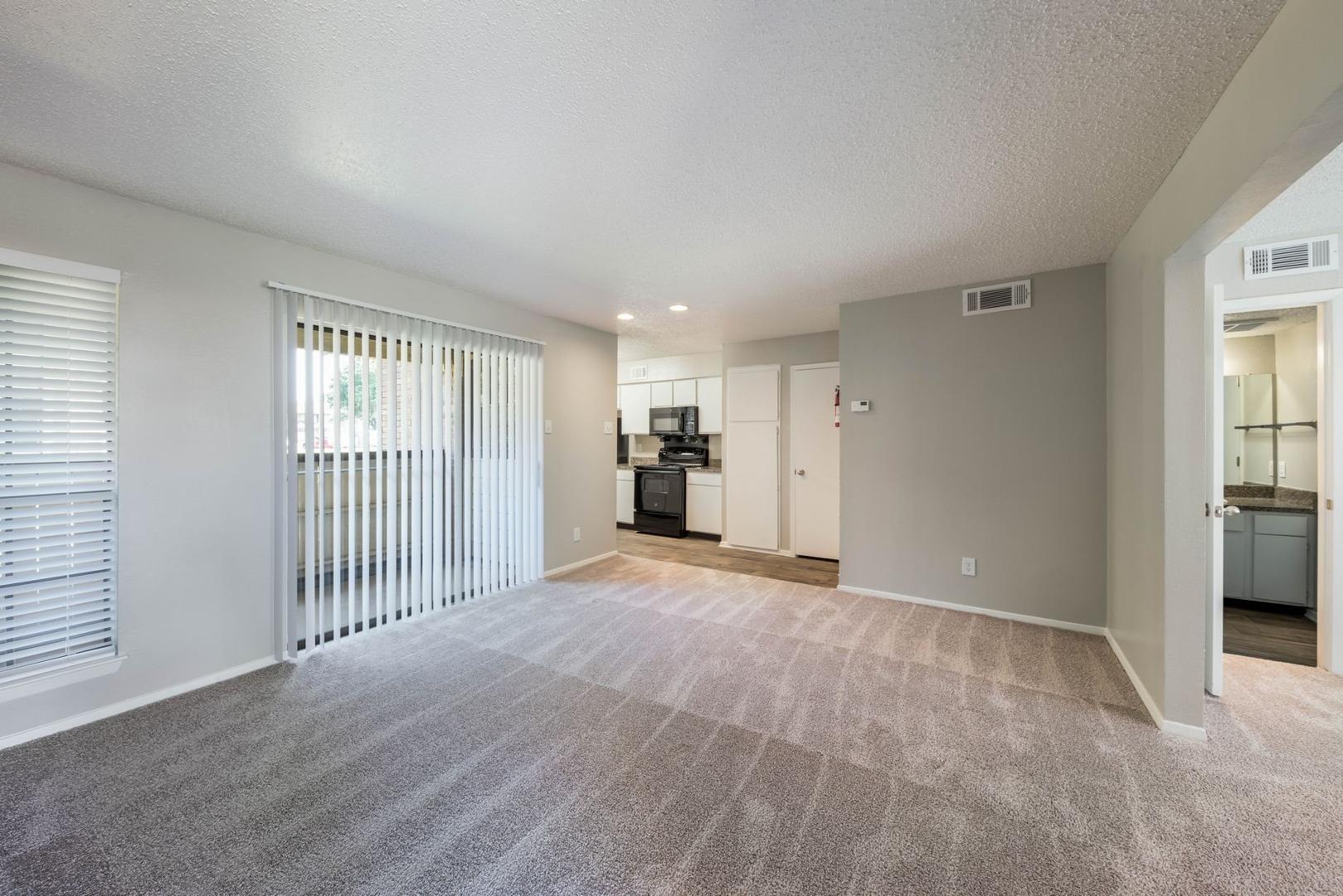 1401 Sotogrande Boulevard #136E, Euless, TX - 977 USD/ month