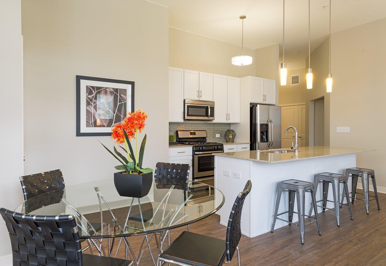 255 N Addison Ave #321, Elmhurst, IL - $2,417 USD/ month