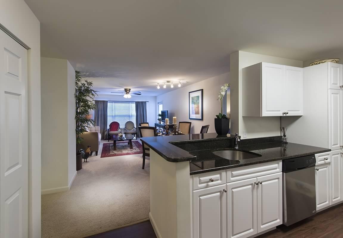 1 Inwood Drive #11110, Woburn, MA - $2,082 USD/ month