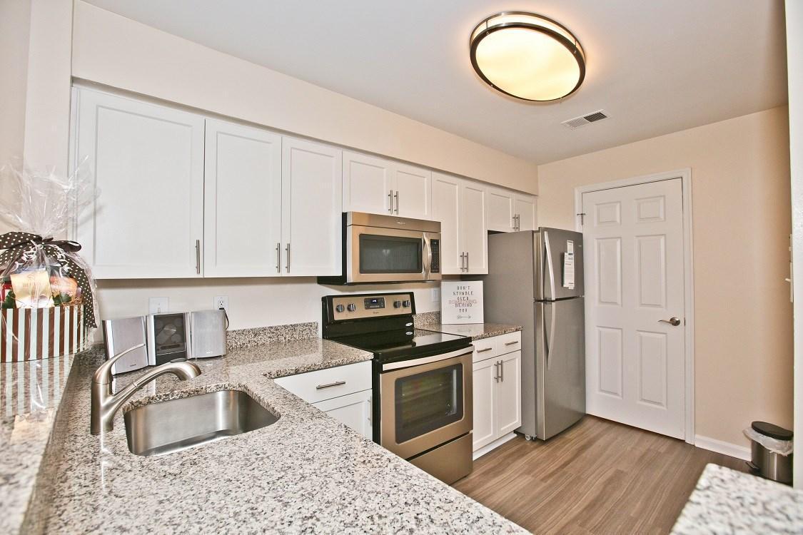 7816 Rolling View Ln #7718-202, Springfield, VA - $2,422 USD/ month