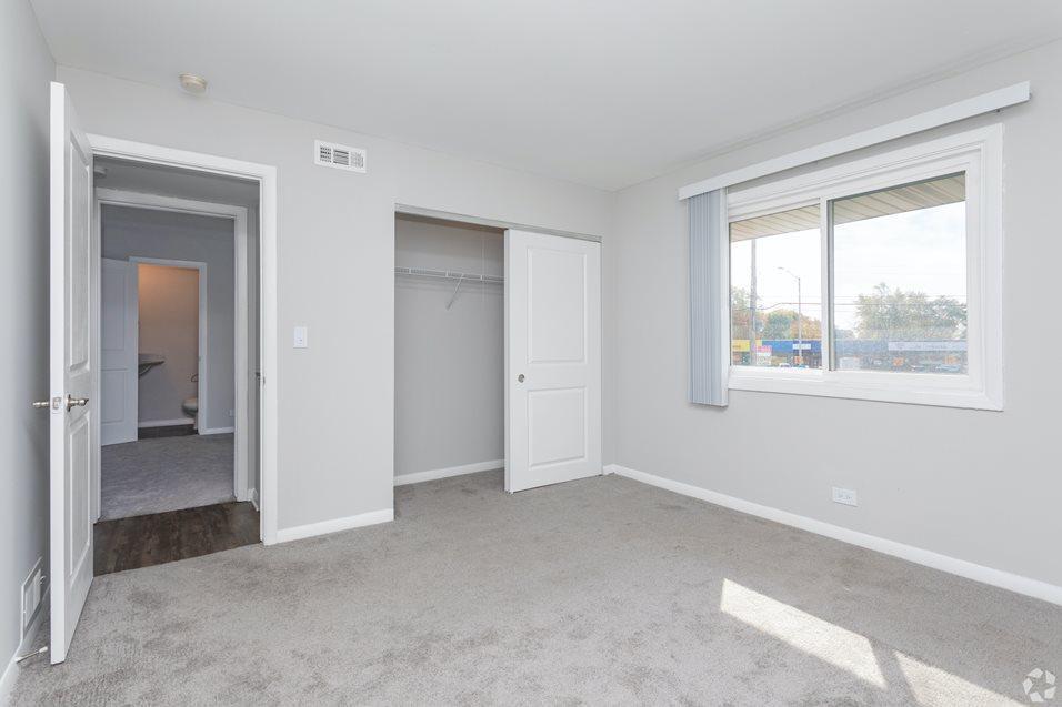 1958 W Algonquin Rd #2014-09B, Mount Prospect, IL - $1,425 USD/ month