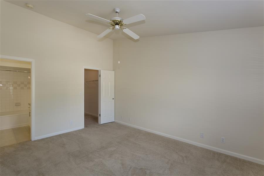 6565 S Syracuse Way #1814, Centennial, CO - $2,060 USD/ month