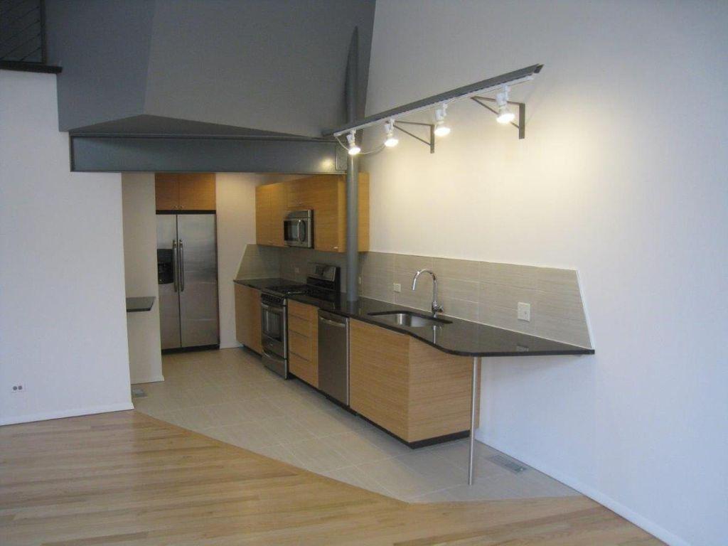 1629 Oak Ave #3, Evanston, IL - $3,525 USD/ month