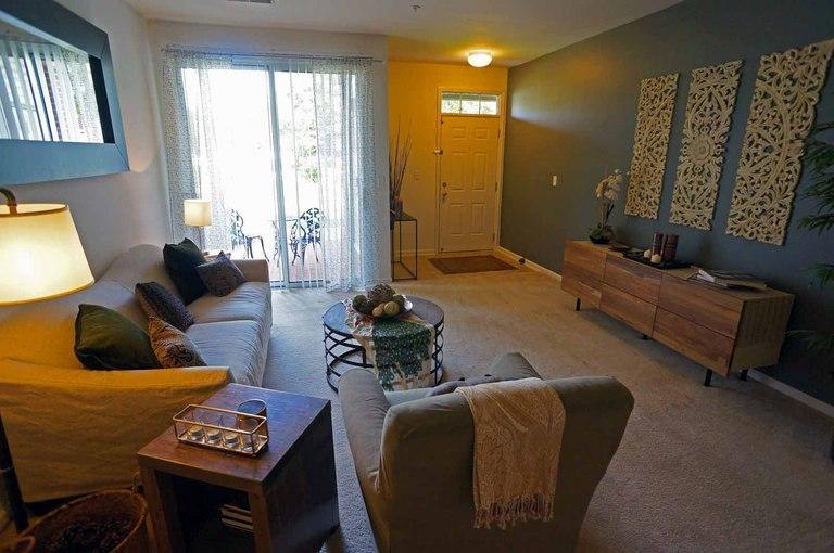 101 Woodlake Blvd #1705, Gurnee, IL - $1,973 USD/ month
