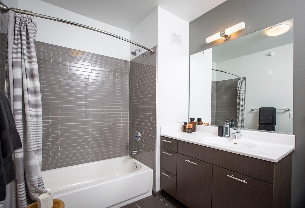 637 N Wells St #3809, Chicago, IL - $6,637 USD/ month