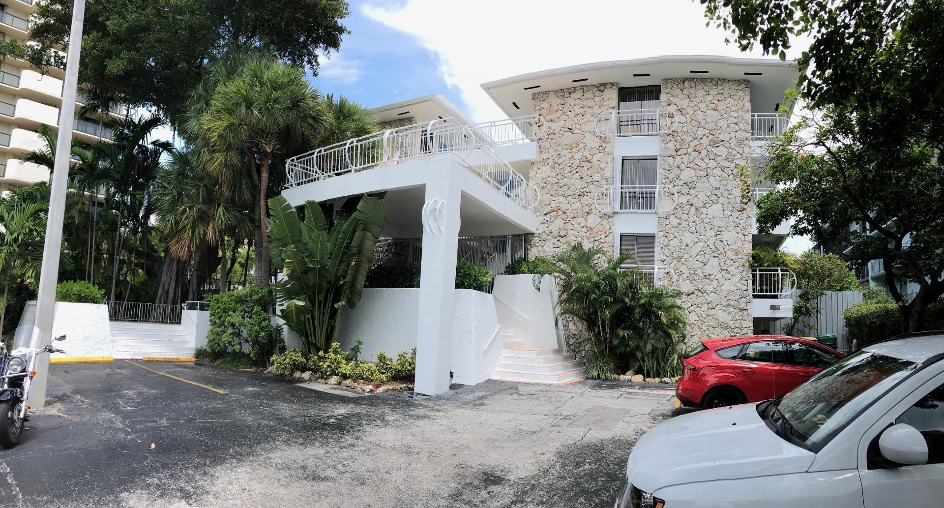 2545 South Bayshore Dr #103, Coconut Grove, FL - $1,550 USD/ month
