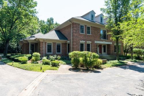 1771 Devonshire Court #A, Lake Forest, IL - $5,950 USD/ month