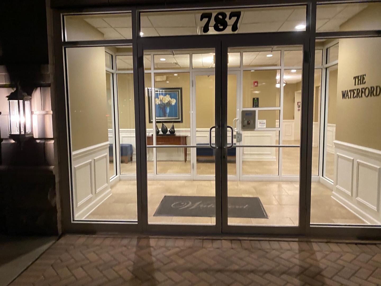 787 Graceland Ave #304, Des Plaines, IL - $1,500 USD/ month