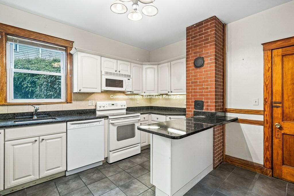 10 Pond view Ave, Boston, MA - $3,600 USD/ month