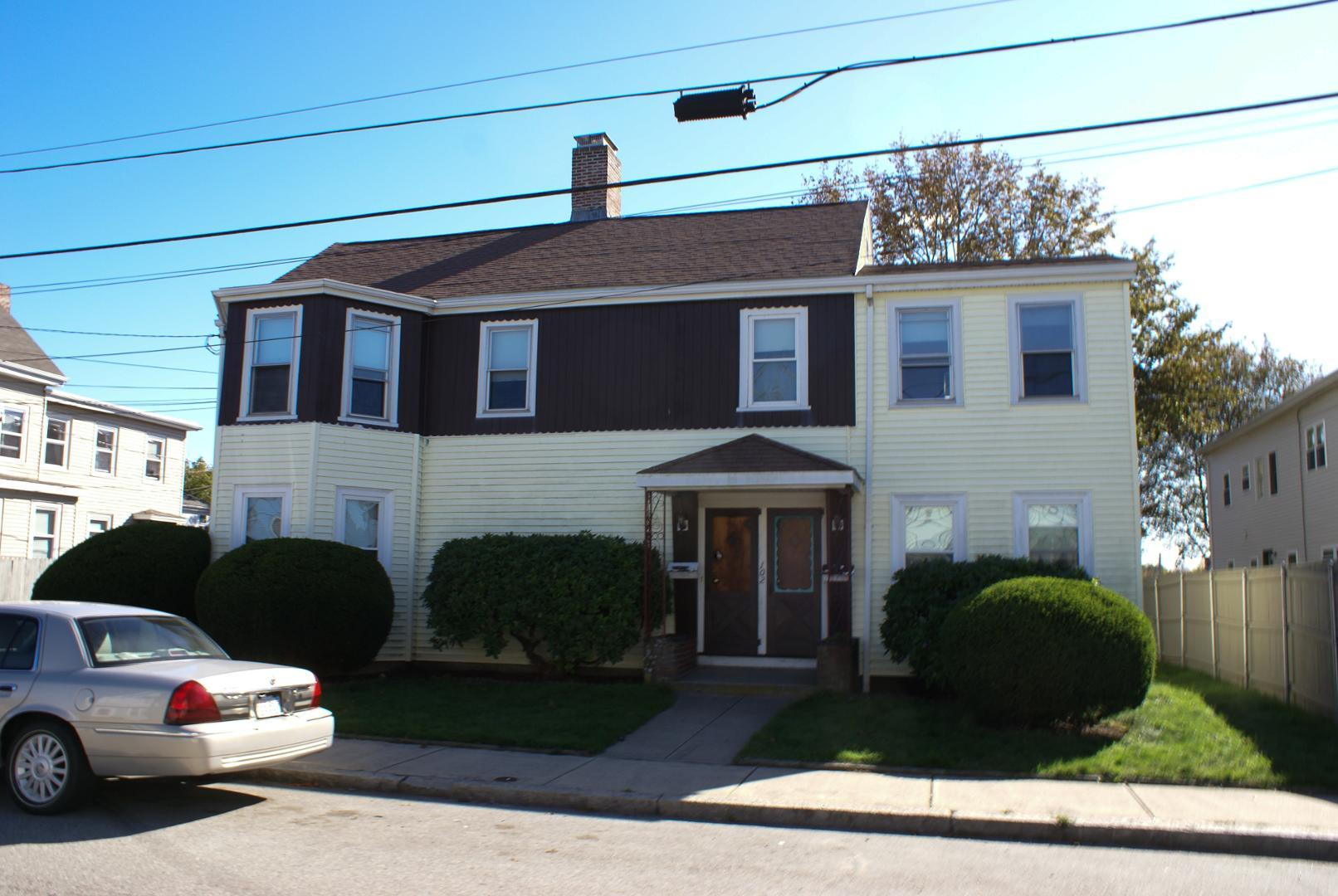 102 Central St #2, Waltham, MA - 2,550 USD/ month