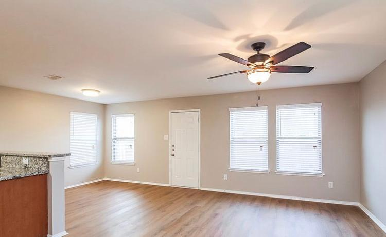 3539 Apple Valley Way, Dallas, TX - $1,200 USD/ month
