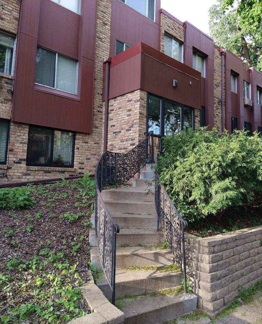 520 Ridgewood Dr #206, Minneapolis, MN - 1,135 USD/ month