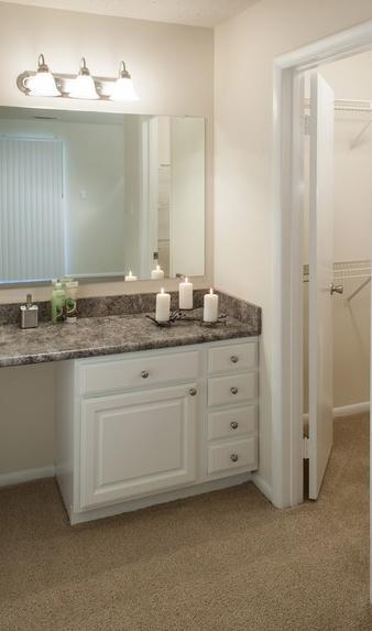 5115 Woodmere Dr #020-104 - 2043USD / month