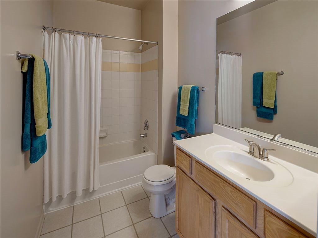 2000 Farmington Lakes Dr #200910, Oswego, IL - $1,437 USD/ month