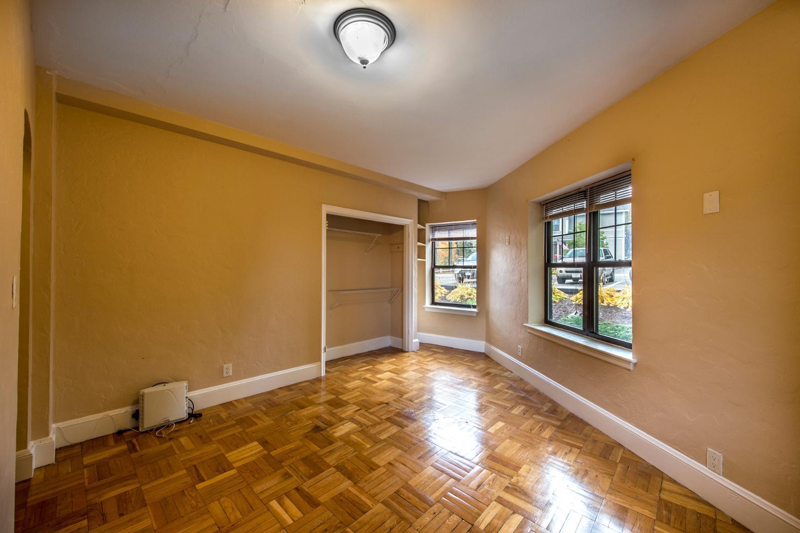 2 Elmwood Avenue #1, Winchester, MA - 1,800 USD/ month