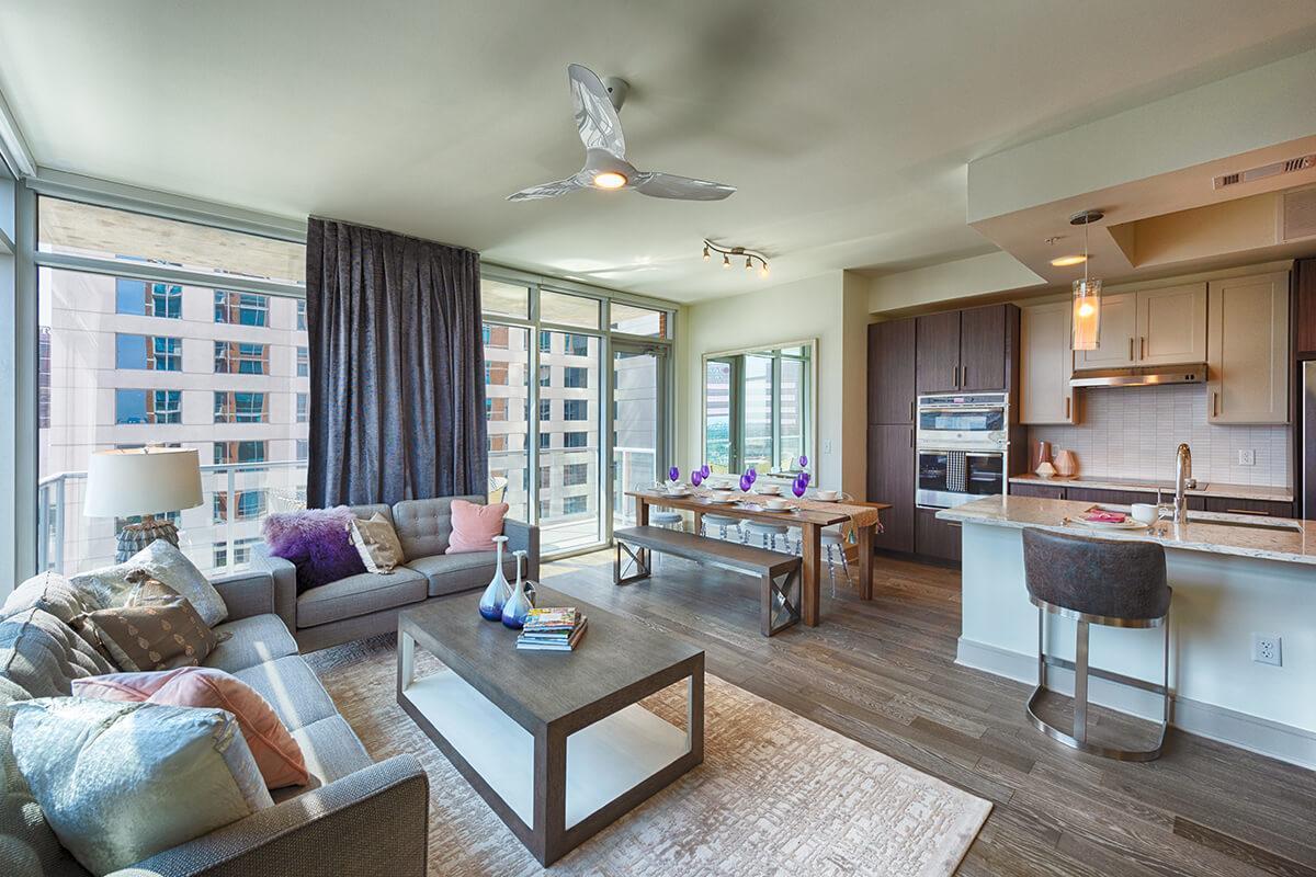 1850 Old Main Street #2403, Houston, TX - $3,250 USD/ month
