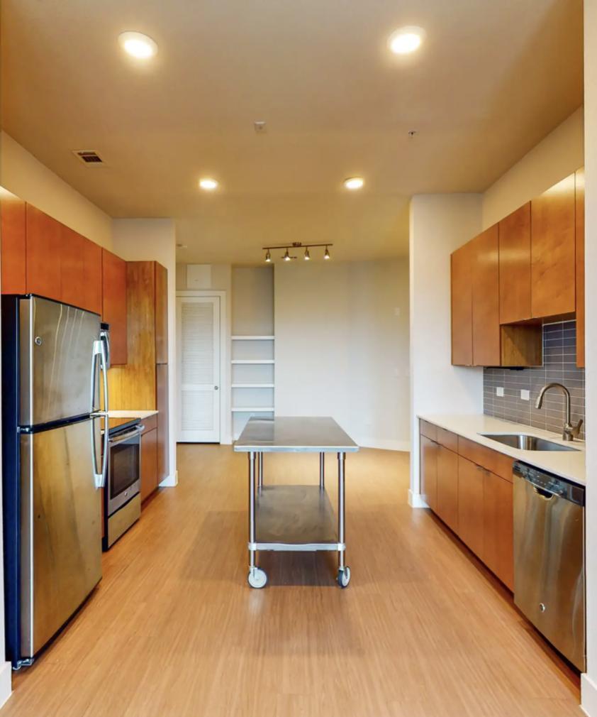 423 Blue Star Street #1417-bt, San Antonio, TX - $2,401 USD/ month