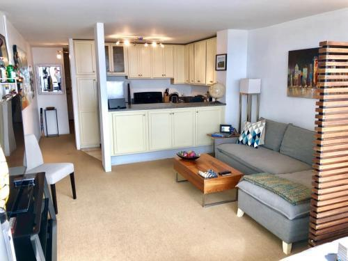 1636 N Wells St #2802, Chicago, IL - $1,295 USD/ month