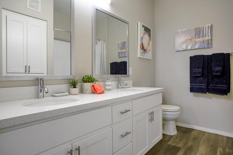 5402 E Washington Street #2026, Phoenix, AZ - 1,420 USD/ month