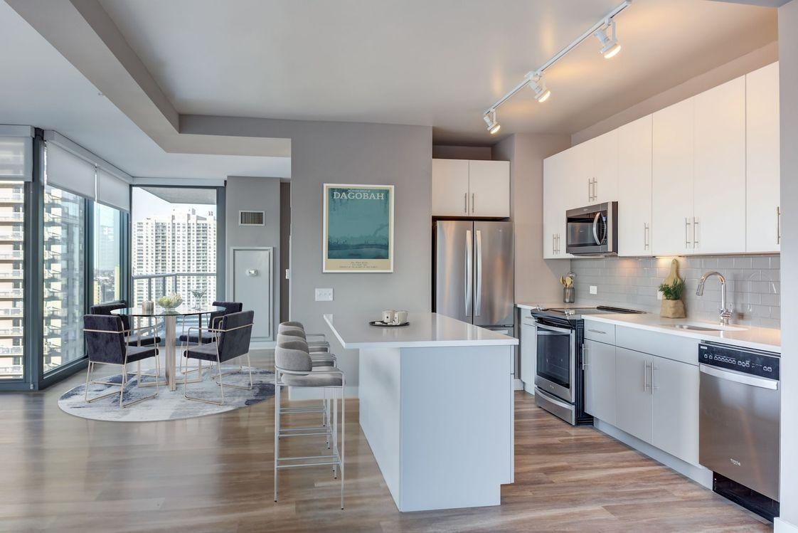 505 N State St #1-3409, Chicago, IL - $6,610 USD/ month