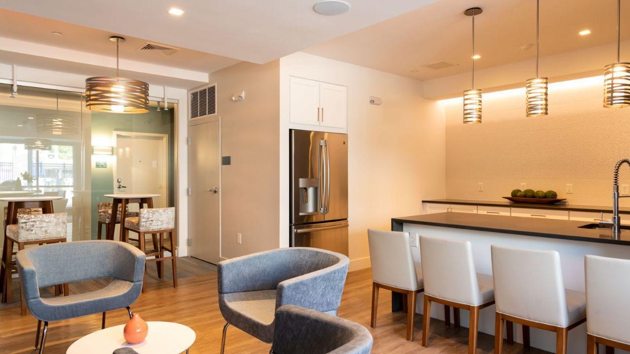 95 West Street #1204, Walpole, MA - $2,560 USD/ month
