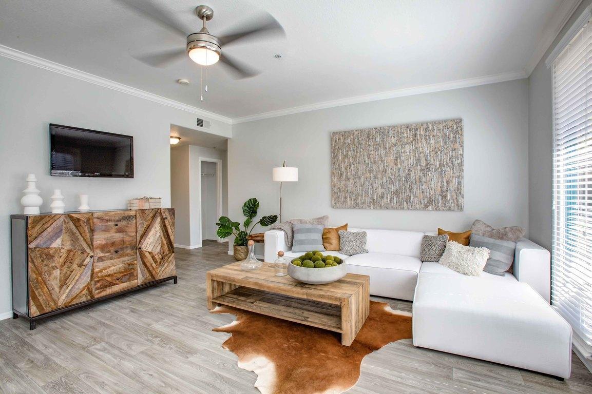 4140 North Central Ave #1020, Phoenix, AZ - $2,165 USD/ month