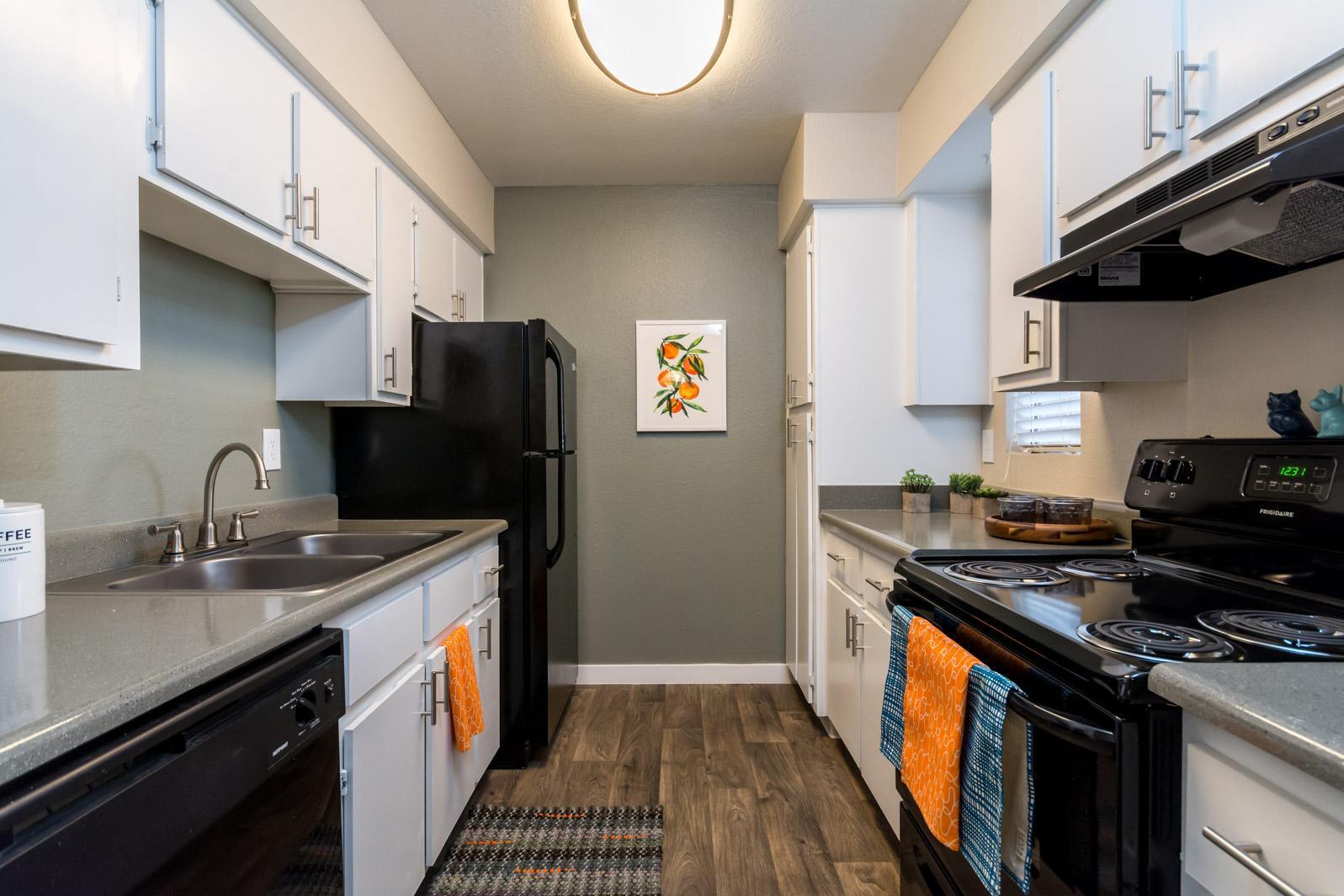 8111 N 19th Ave #Sapphire, Phoenix, AZ - 1,110 USD/ month