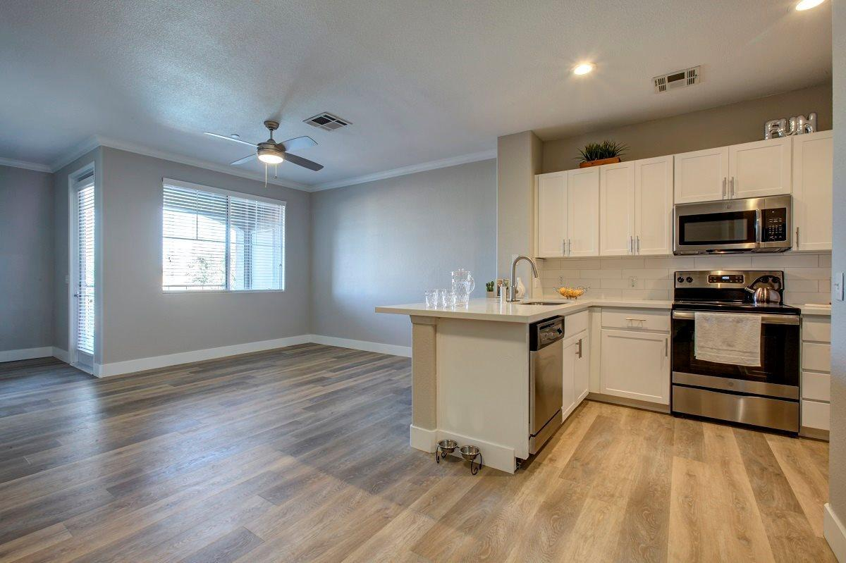 14109 N 83rd Ave #360, Peoria, AZ - $1,681 USD/ month