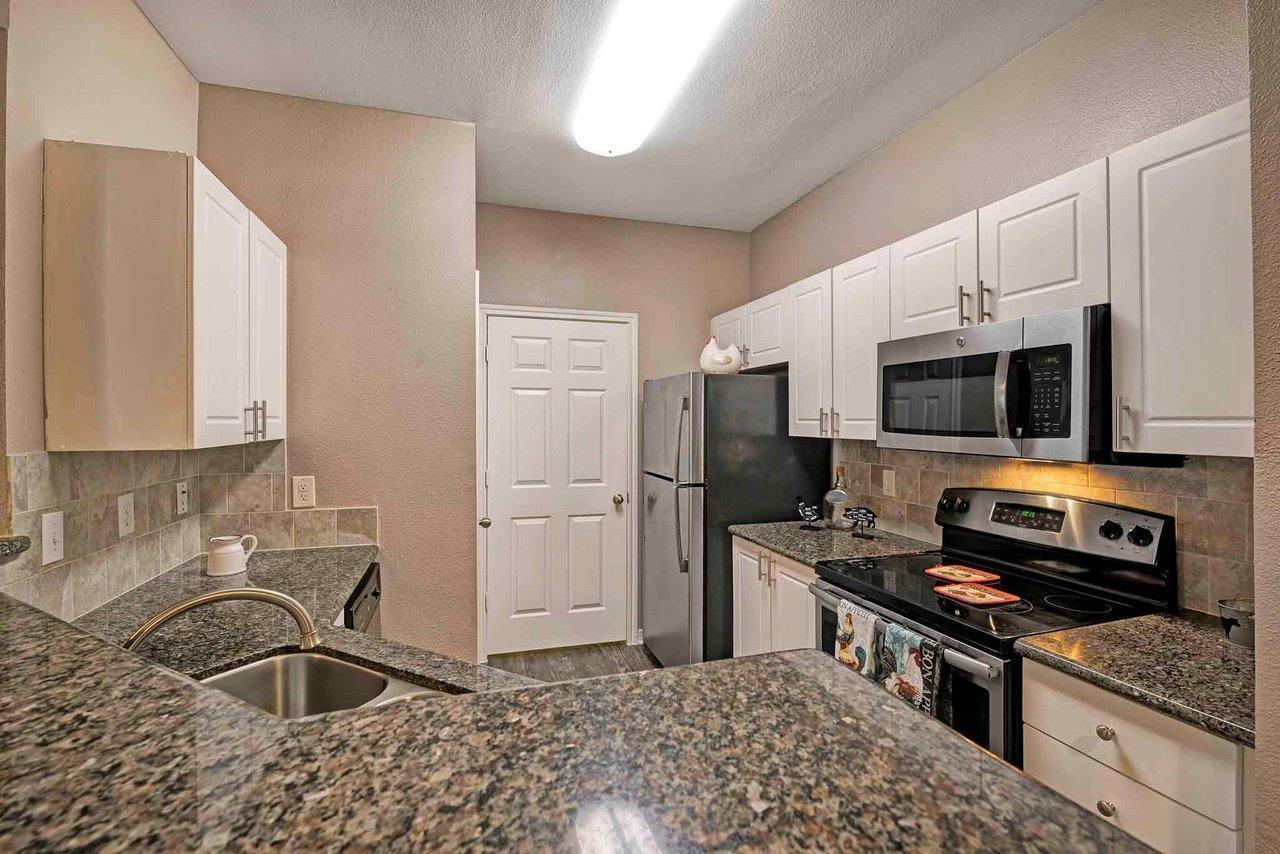 3045 Marina Bay Drive #12204, League City, TX - 1,259 USD/ month