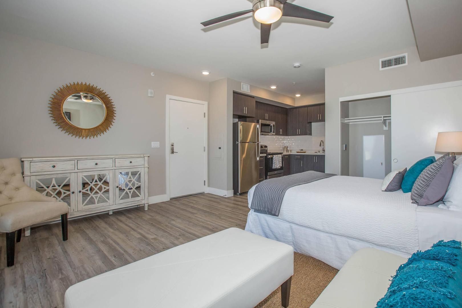 555 W Dale Street #401-1, San Diego, CA - 2,465 USD/ month
