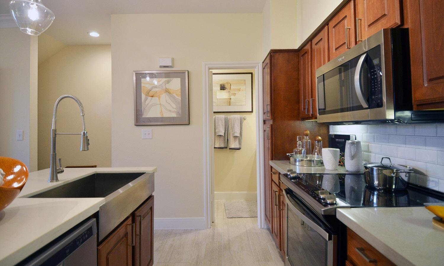 15200 Memorial Drive #405, Houston, TX - $2,165 USD/ month