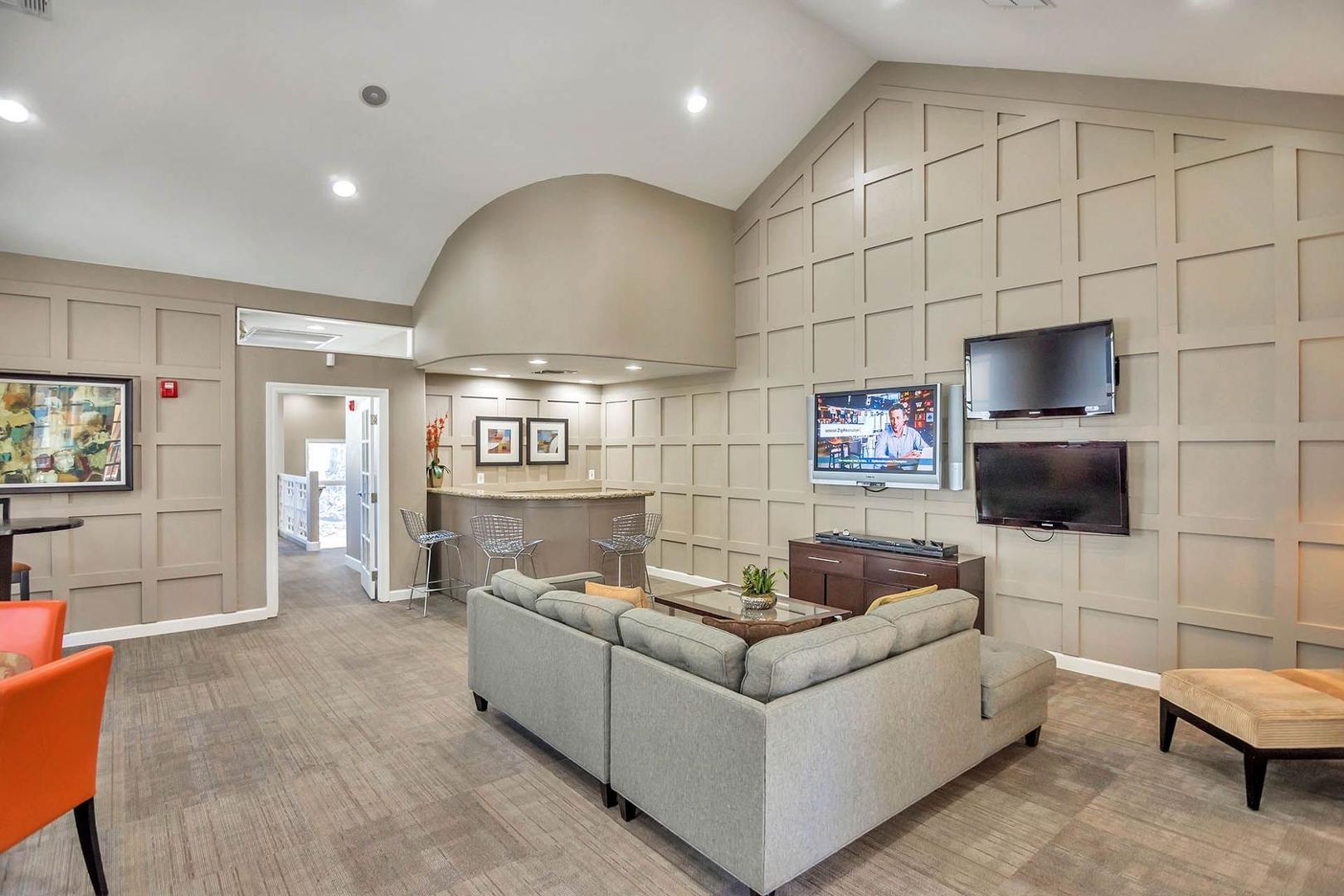 909 East Camelback Road #1050, Phoenix, AZ - $2,139 USD/ month