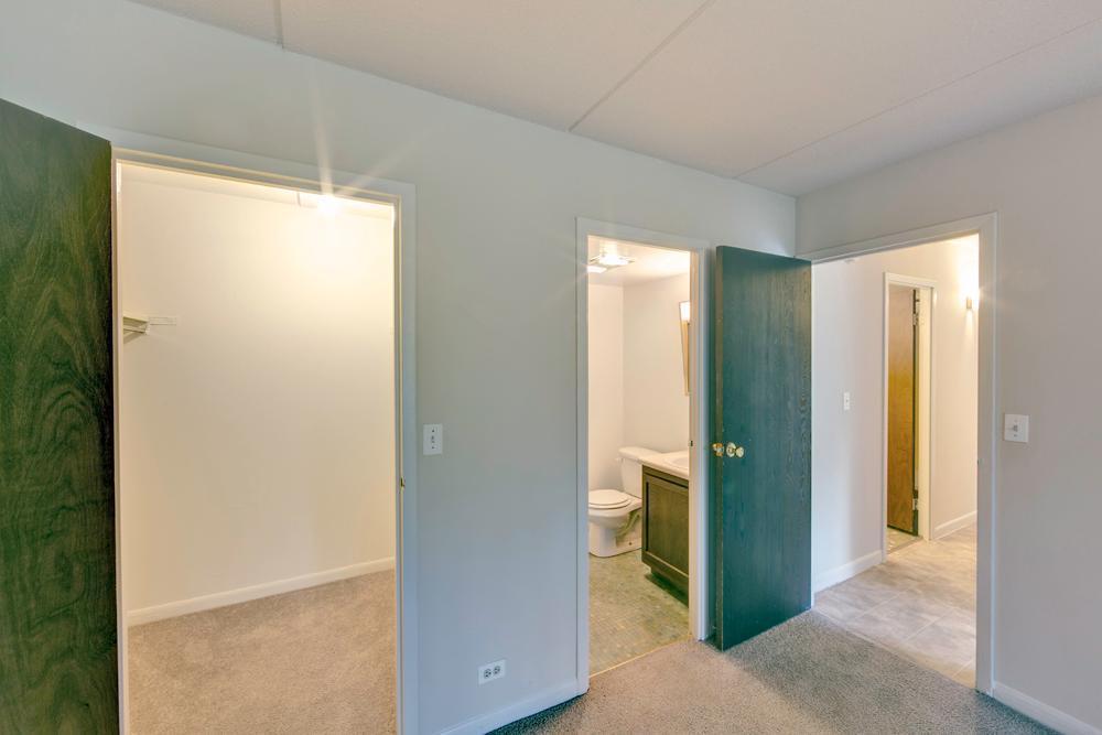 2805 W Glen Flora Ave #3306, Waukegan, IL - $925 USD/ month