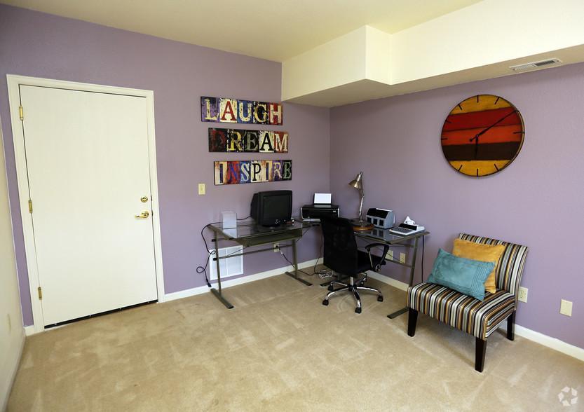 2855 Arapahoe Street #11201 - 2119USD / month