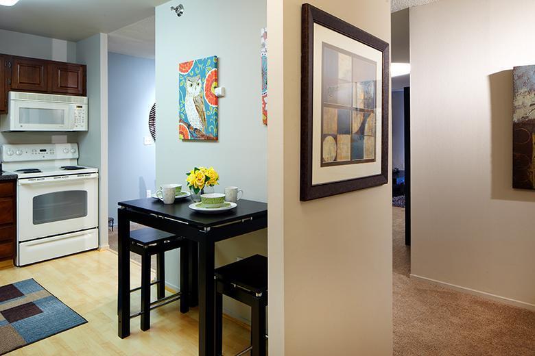 7201 York Ave S #N1108, Edina, MN - $2,328 USD/ month
