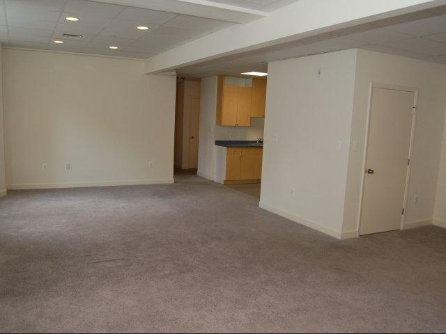 272 W Bay Ave #F-102 - 1060USD / month