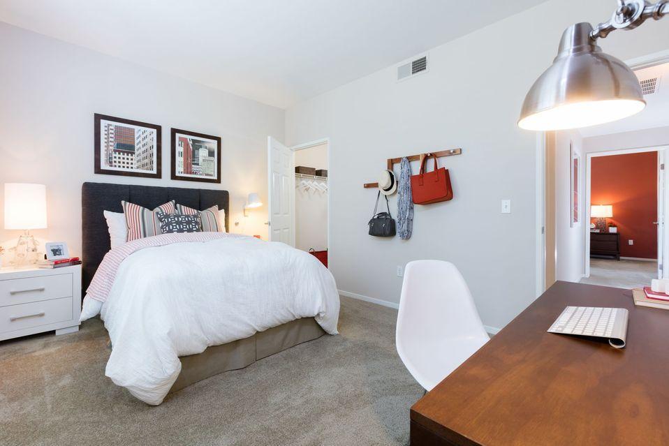 180 S Lexington Dr #8-811, Folsom, CA - $2,380 USD/ month