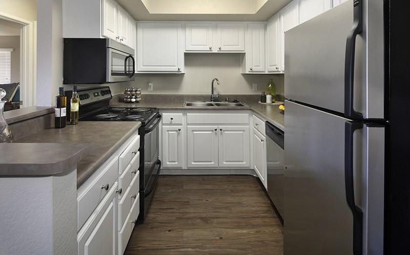 1400 N Grand Ave #14H, Covina, CA - $2,683 USD/ month