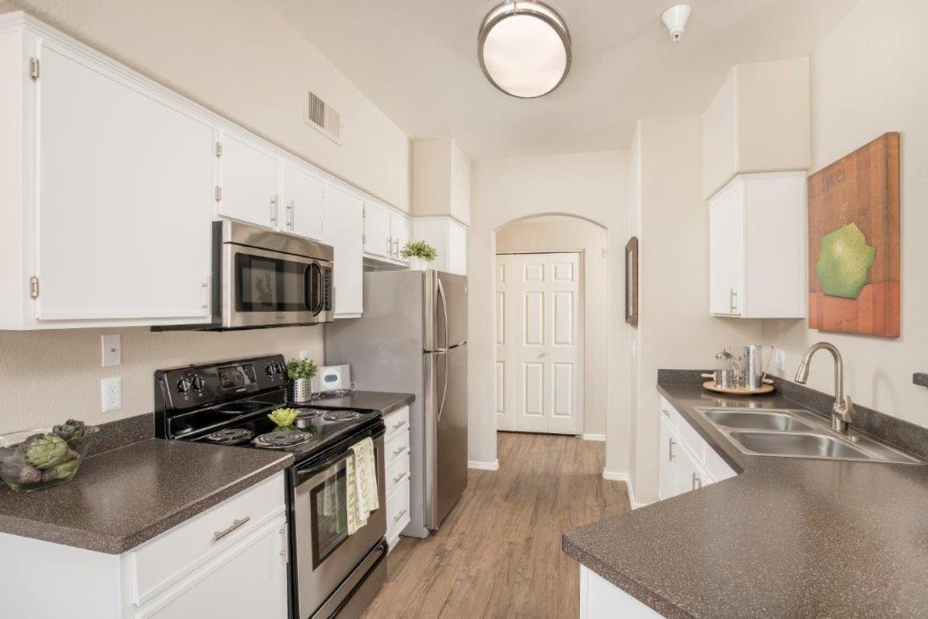 4750 E Union Hills Drive #2109, Phoenix, AZ - $2,016 USD/ month