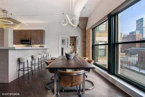 411 W Ontario St #617, Chicago, IL - $5,500 USD/ month