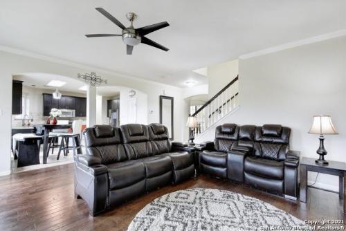 20411 Zeta Vw, San Antonio, TX - $2,750 USD/ month