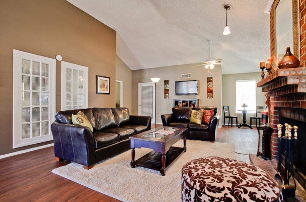 400 SW Gordon Street #358, Burleson, TX - $1,050 USD/ month