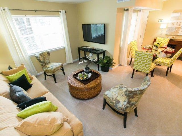 917 Eastham Court #913-32, Crofton, MD - $1,570 USD/ month