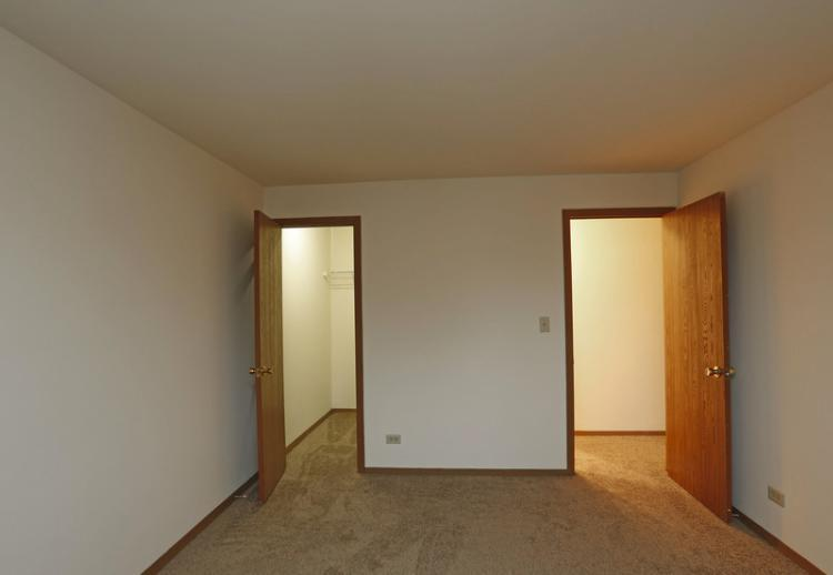445 Donin Dr #422-210, Antioch, IL - $890 USD/ month