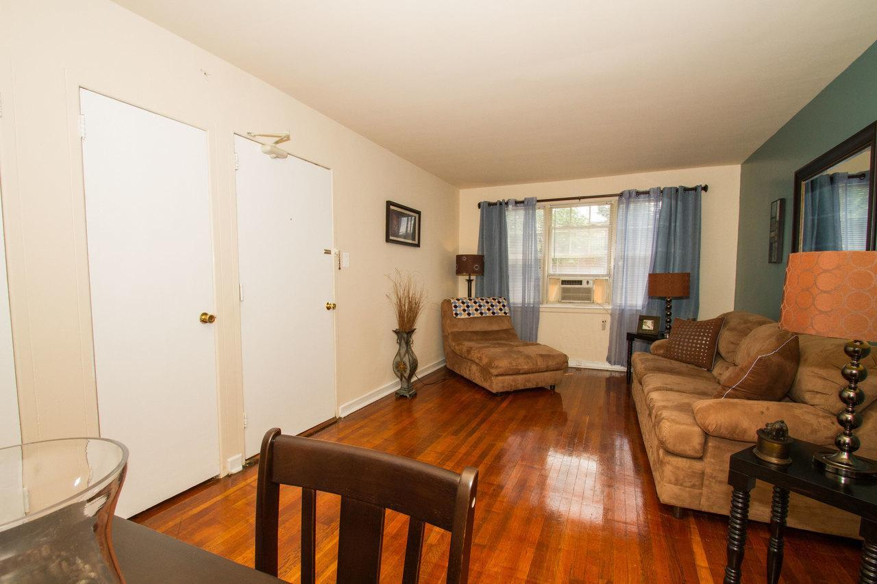 219 South 29th Street #220, Camden, NJ - $900 USD/ month