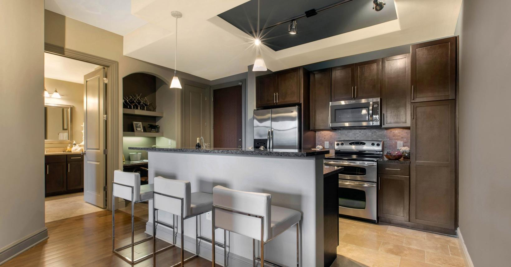 125 W Tremont Ave #915, Charlotte, NC - $2,264 USD/ month