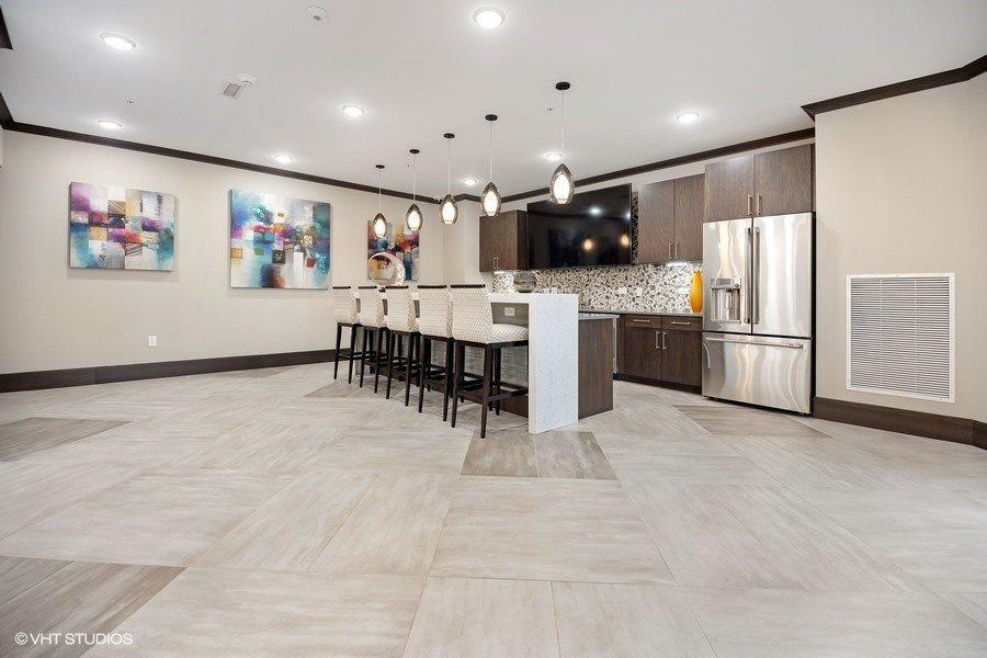 150 N East River Rd #337 - 1741USD / month