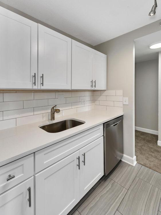 7171 W Gunnison St #2K, Harwood Heights, IL - $1,111 USD/ month