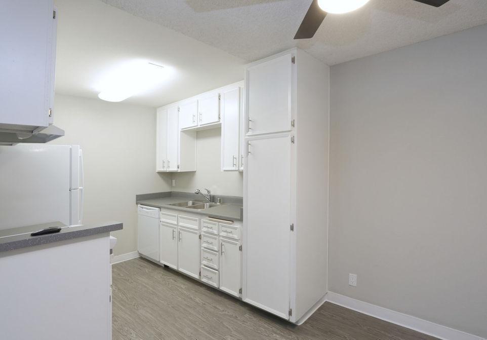 7400 Parkway Drive #083, La Mesa, CA - $1,801 USD/ month