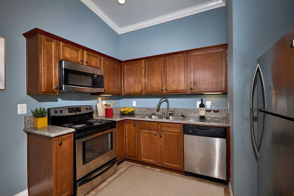 360 North 1st Street #14, El Cajon, CA - $2,050 USD/ month